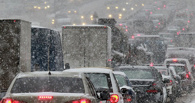 Из-за снегопада утром омичи стояли в пробках по 2,5 часа