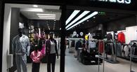 Adidas в течение года закроет 200 магазинов в России