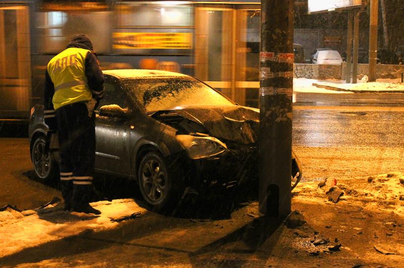 В центре Омска столкнулись Opel и две Toyota