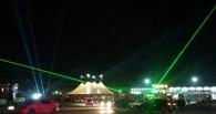 Лазерные лучи над городом взбудоражили омичей