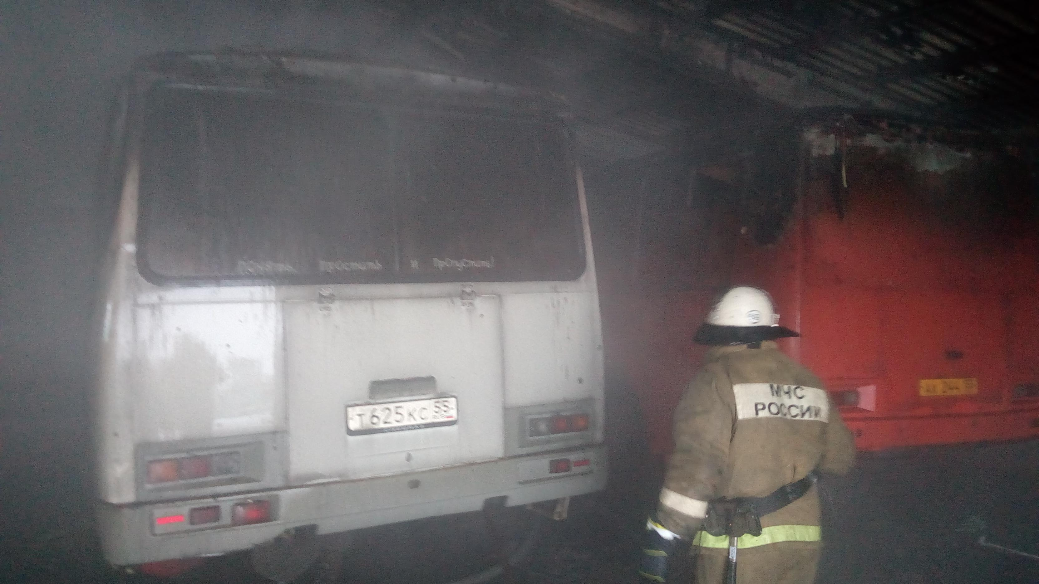 Стала известна причина крупного пожара вгаражном боксе вОмской области
