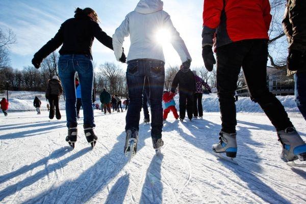 Шесть омских катков проведут бесплатные рождественские катания