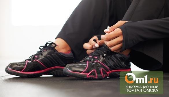 Студентка, которую два дня назад судили за воровство, украла мужские кроссовки