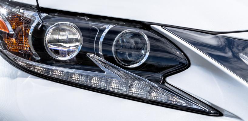 Без резких движений: осторожно разбираемся, как обновился Lexus ES