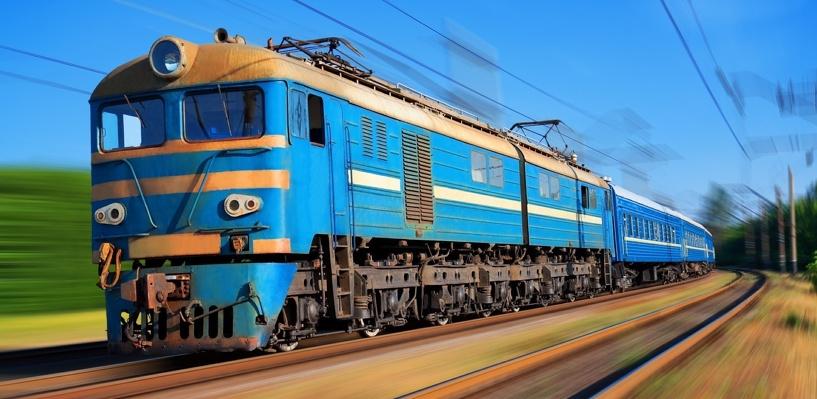 Омич, задолжавший по алиментам 300 тысяч, прятался от приставов в туалете поезда