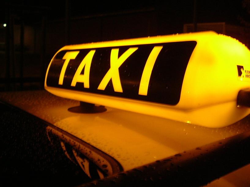 Омские таксисты будут бесплатно возить беженцев с Украины