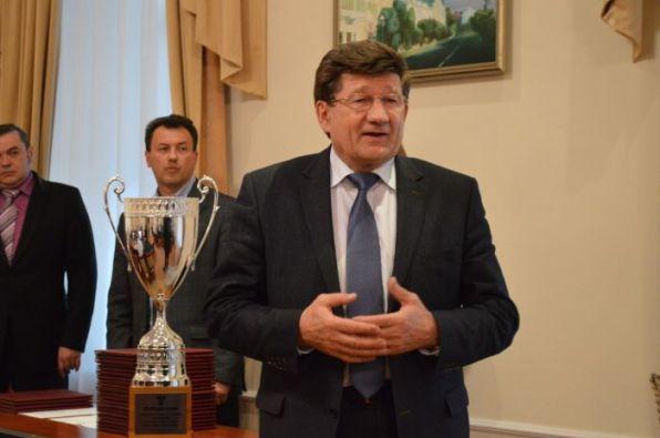 В честь Дня автомобилиста омский мэр наградил лучших транспортников