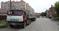 В Омске задержали большегруз, который мог уронить на «легковушки» бетонные кольца