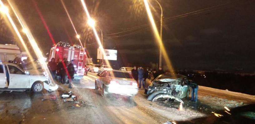 Лобовое ДТП на Ленинградском мосту в Омске: один человек погиб