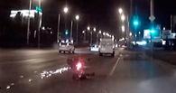 В Омске ночью мужчина слетел с мотоцикла, скрываясь от погони полиции (ВИДЕО)