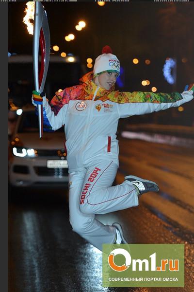 Кто привез олимпийский огонь в Омск?