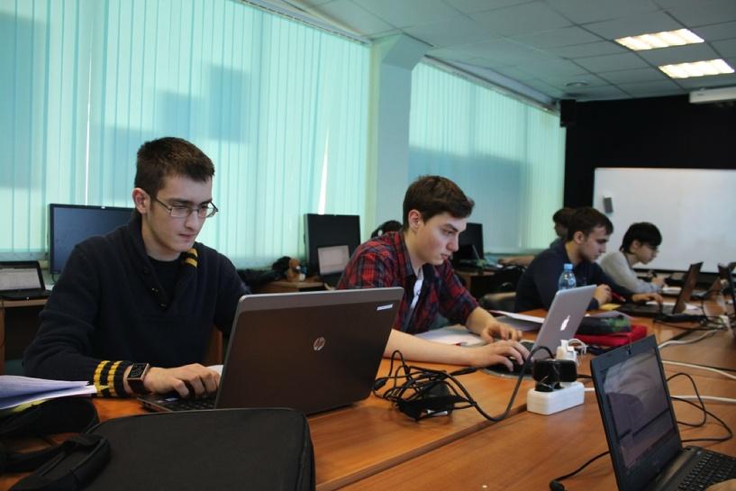 В Омске открылась IT-школа компании Samsung