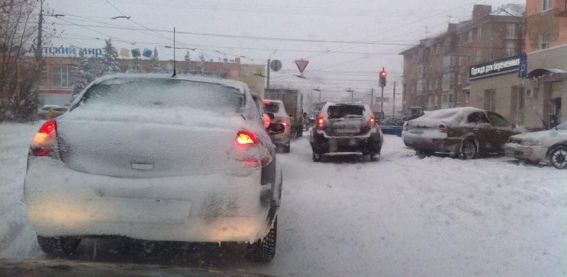 Омичей просят сообщать о коммунальных авариях из-за снегопада