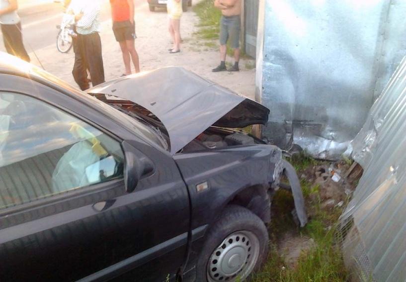 В Омске водитель погиб, врезавшись в гараж
