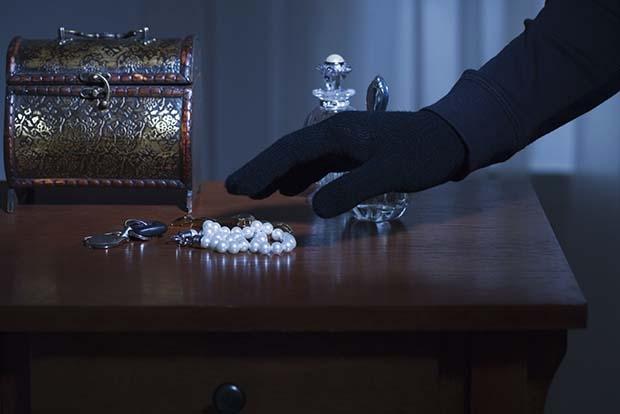 У омича украли драгоценности на два миллиона