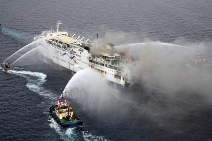 У берегов Греции горит автомобильный паром с сотнями людей на борту