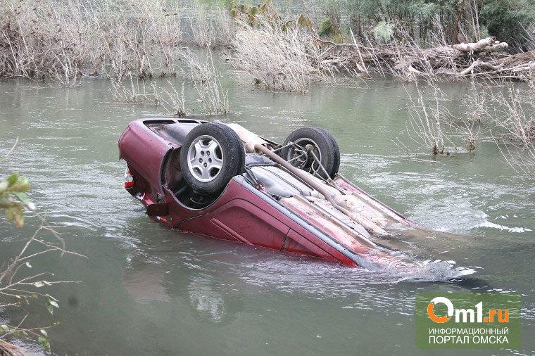 В Омской области в Иртыше утонул автолюбитель вместе с машиной