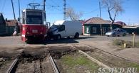 В Омске грузовой автомобиль парализовал движение трамваев