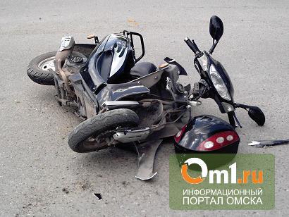 В Омске водитель иномарки сбил двух школьниц на мокике