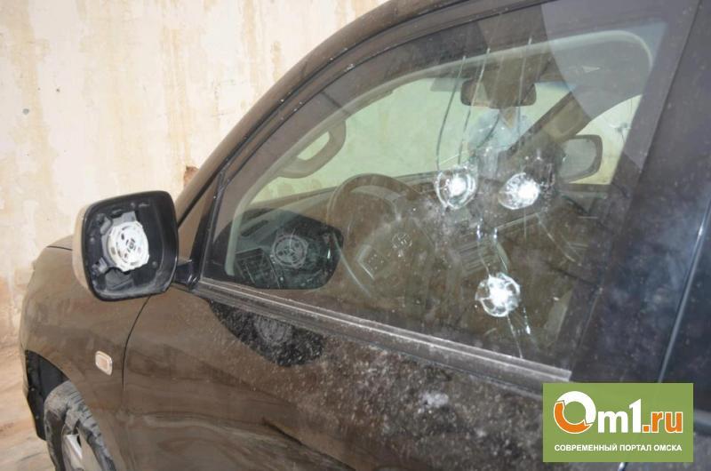 Соцсети: В Омске обстреляли автомобили на Иртышской Набережной