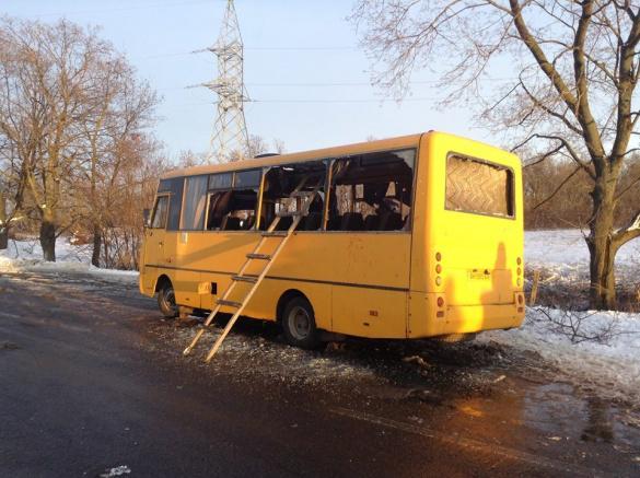 Под Донецком в пассажирский автобус попал снаряд. Погибли 10 человек