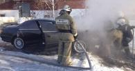 Утром в Омске во время автозапуска загорелась иномарка