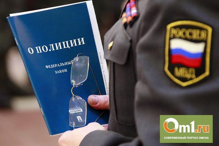 Из-за побившей детей женщины в Омске уволен полицейский