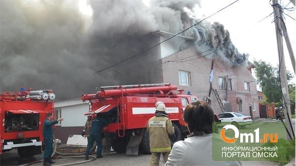 Полиция Омска: Крыша сгоревшего дома на Солнечной может рухнуть