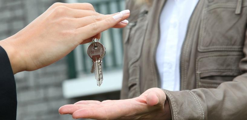 В Омске переселенцы из ветхого жилья заехали в новые квартиры