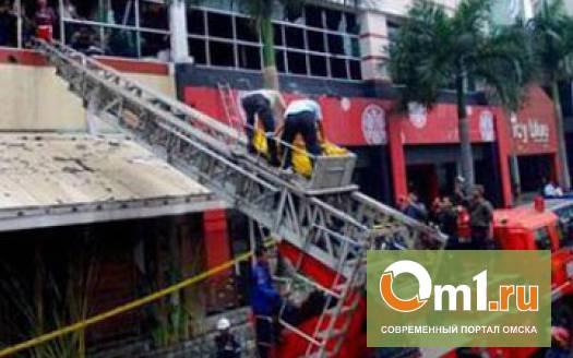 В бразильском ночном клубе в пожаре погибло около 90 человек