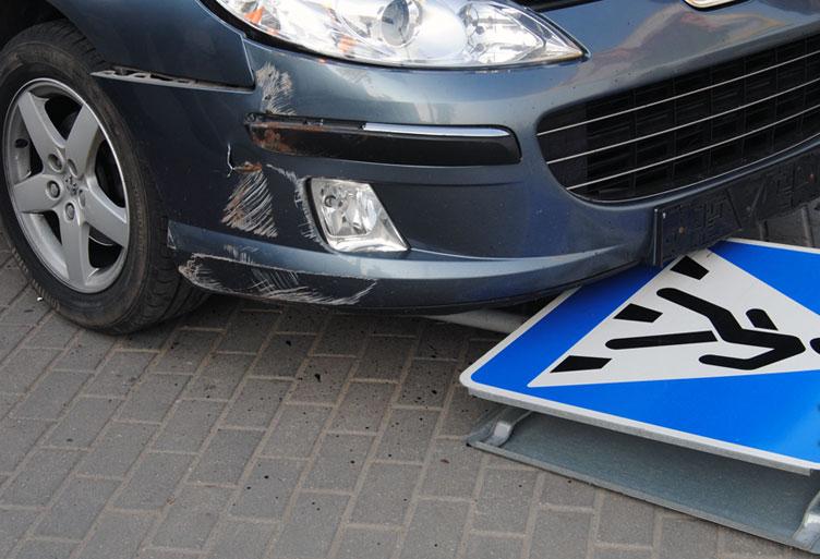 В Омске водитель иномарки сбил подростка и сбежал с места ДТП