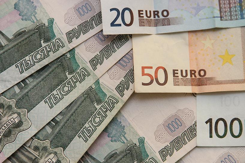 Доллар 65, евро 74: курс рубля снова догоняет дешевеющую нефть