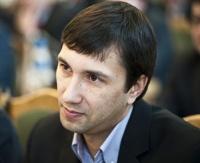 Депутата Мавлютова обвиняют в умышленном избиении школьника