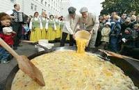 Аргентинцы приготовили омлет из 15 тысяч яиц