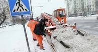В Омске увеличили темпы уборки снега с городских дорог