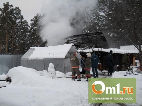 За ночь в Омской области горели 3 частных дома и баня