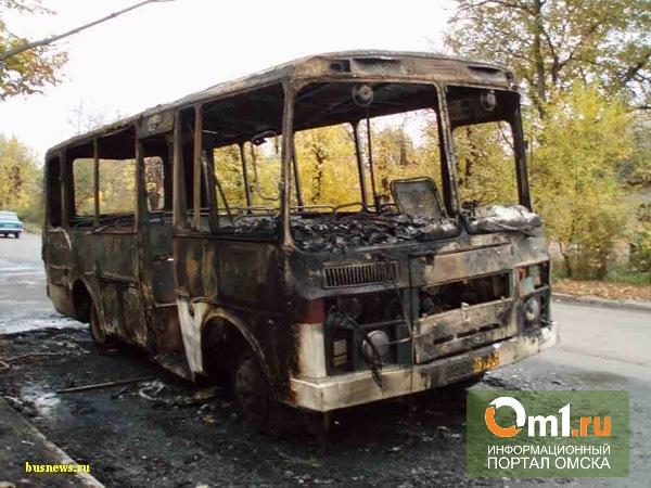 Горевший утром в Омске автобус был полон пассажиров