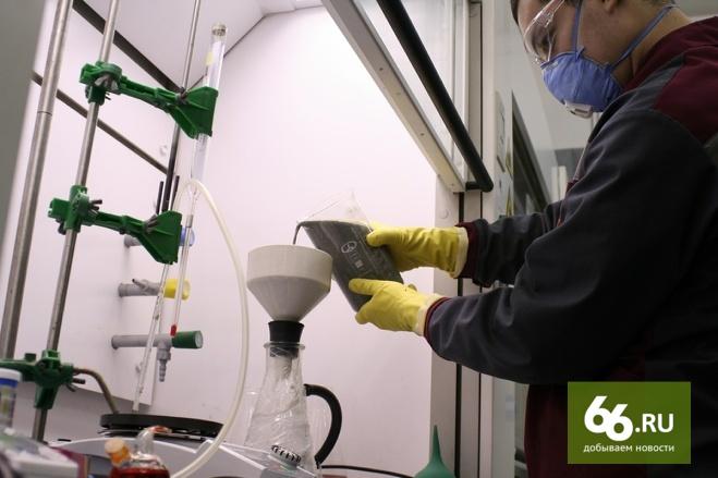 Медведев наградил инженеров УГМК, научившихся получать цинк из пыли