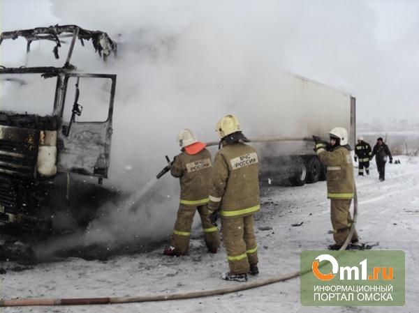 На трассе «Омск – Тюмень» в пути загорелась фура