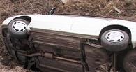 На трассах в Омской области ночью перевернулись два автомобиля – два человека погибли