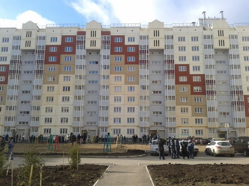 Губернатор Омской области подарил 24 квартиры детям-сиротам