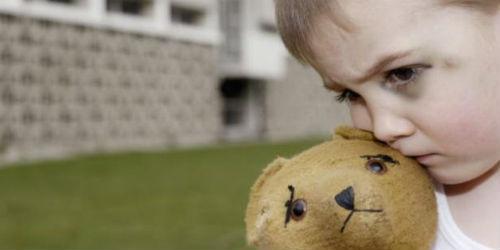 В Омске мать оставила ребенка у знакомой и пропала
