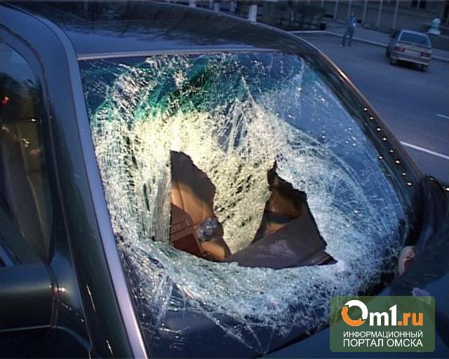 В Омске на набережной в ДТП опрокинулся Daewoo Matiz: трое детей ранены