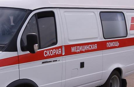 В Омске пьяные подростки на иномарке врезались в бетонное ограждение