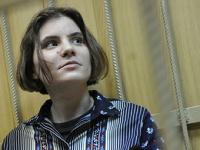 Участницу Pussy Riot заподозрили в спиливании поклонного креста в Москве