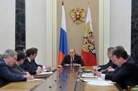 Путин отправил Холманских изучать жизнь сирот в детских домах