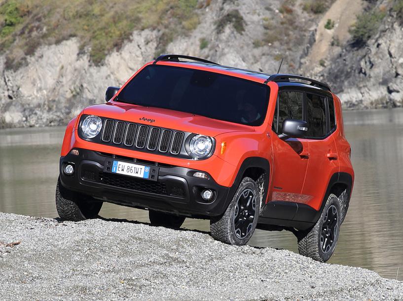 Крошка-джип: маленький Jeep Renegade оказался дороже конкурентов Suzuki и Nissan