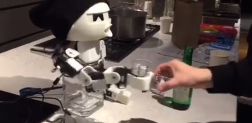 В Южной Корее собрали робота-пьяницу
