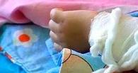 В Омской области годовалая девочка опрокинула на себя стакан с кипятком