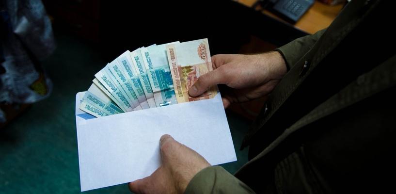 В Омске сотрудницу полиции обвинили во взятке в 3 млн рублей